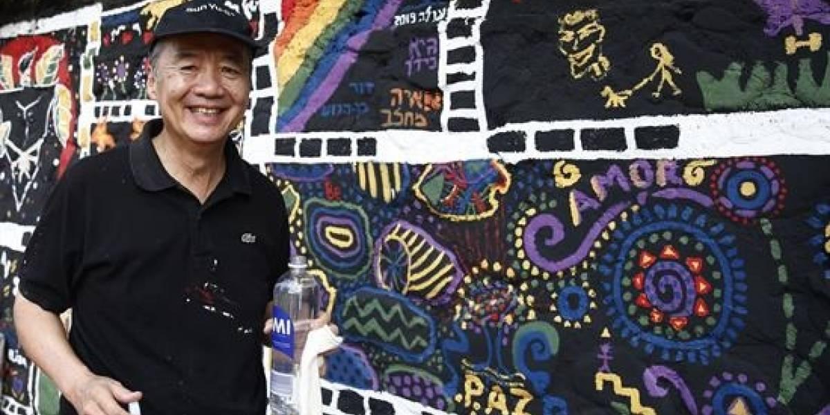 El artista singapurense Sun Yu- Li pintó un gran mural como regalo para Medellín