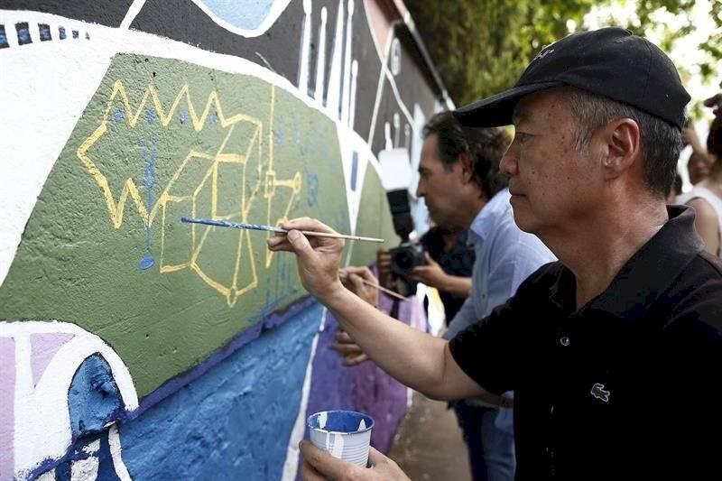 Sun Yu-li mural en Medellín