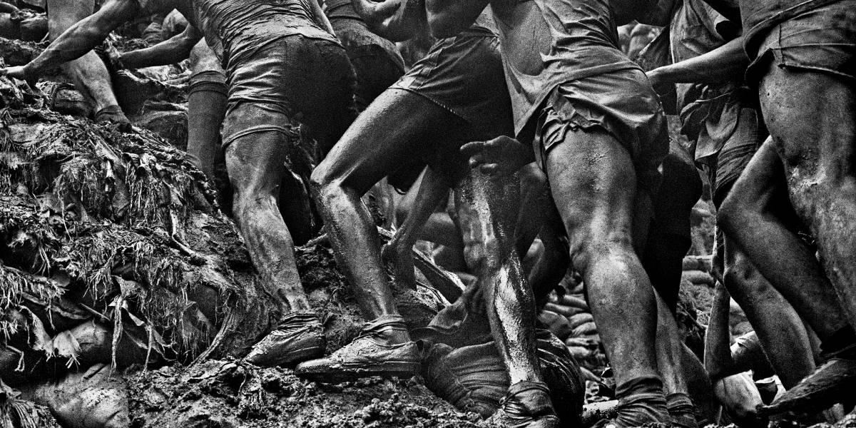 Exposição de Sebastião Salgado na Paulista retrata a corrida do ouro em Serra Pelada