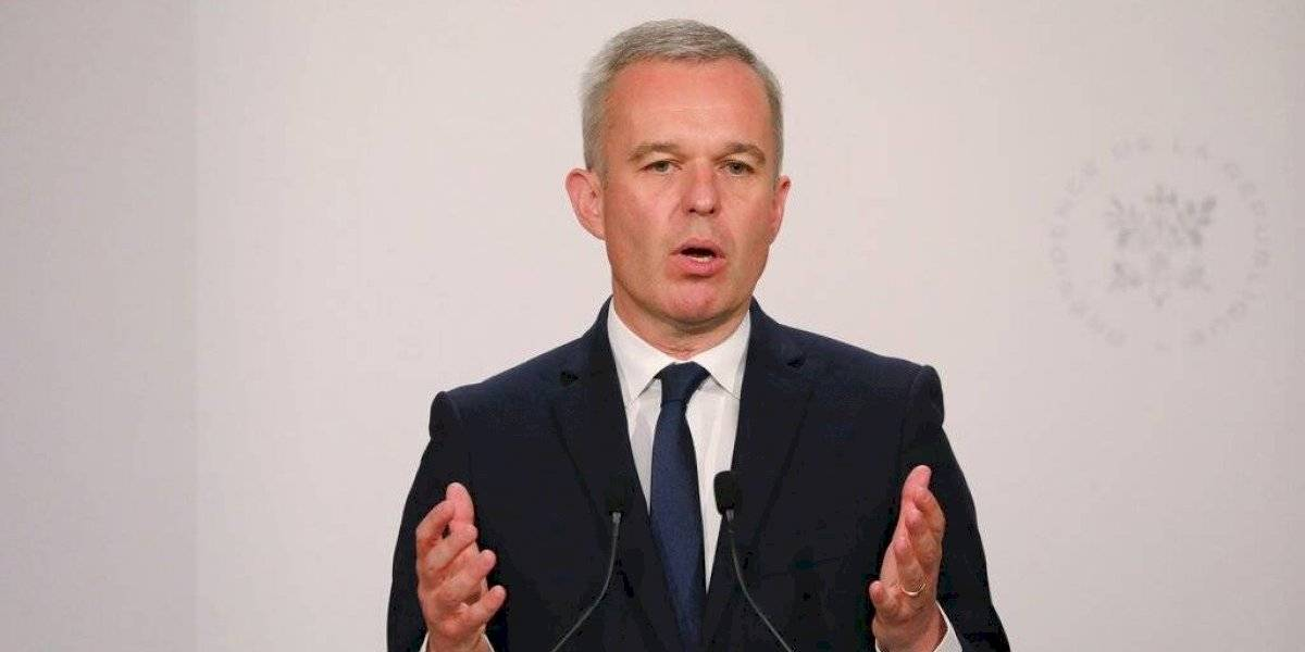 Ministro francés renunció por llevar una vida llena de lujos y comer langostas como si fueran pan