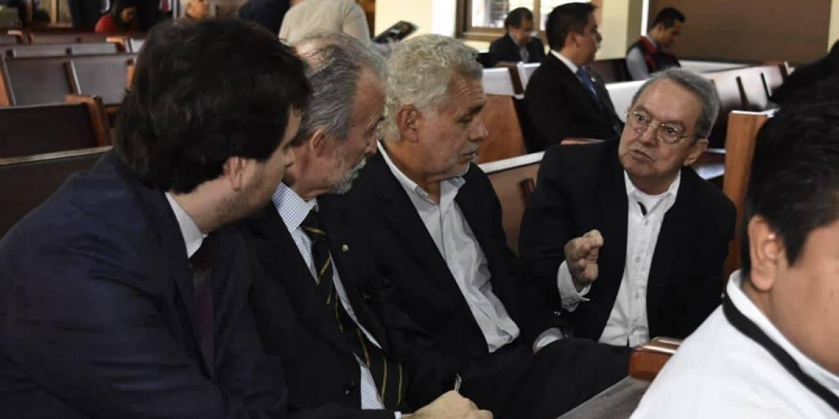 """Excancilleres: """"Amparo se debe acatar"""" para no firmar convenio"""