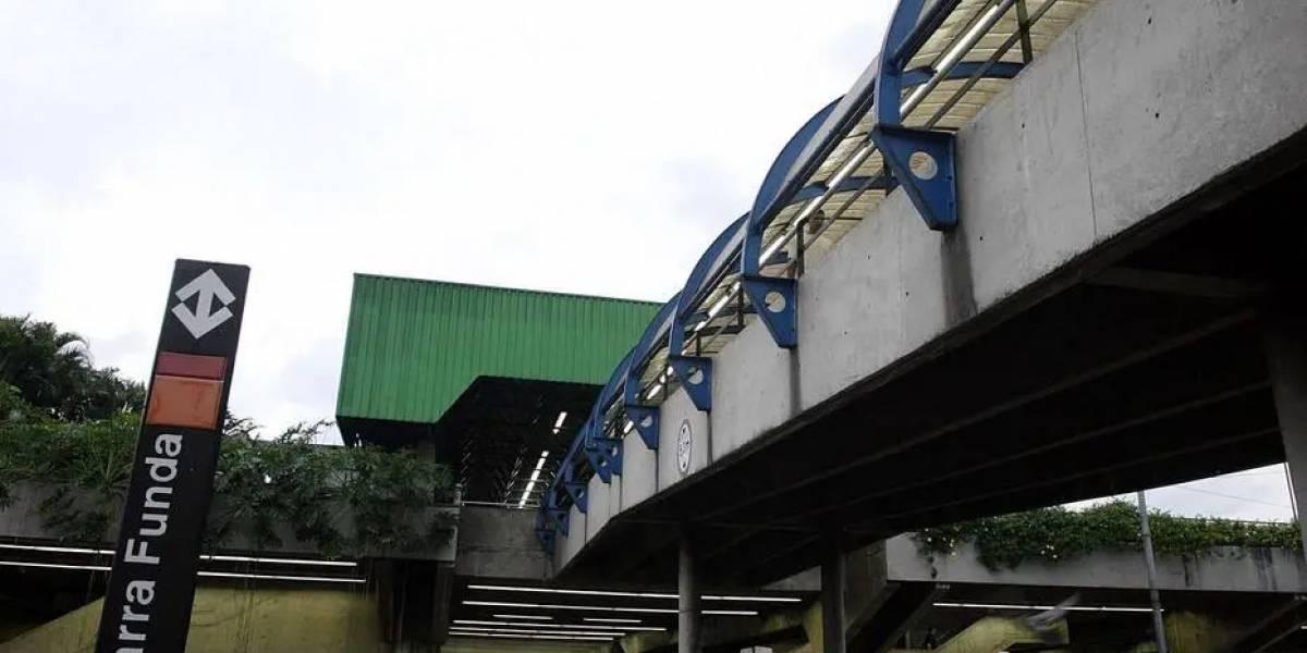 INSS: atendentes tiram dúvidas de passageiros na Estação Barra Funda