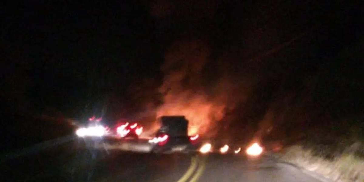 Criminosos bloqueiam estrada em SP e disparam 37 tiros em carro-forte