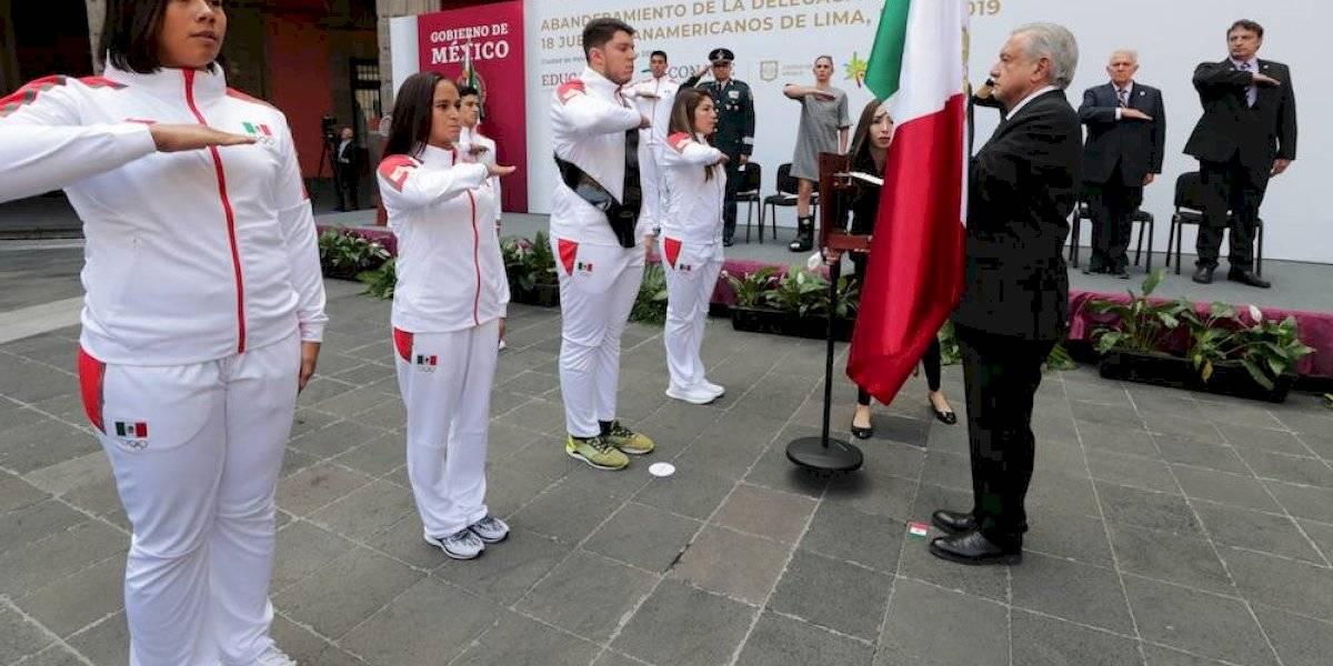 Abanderado de México para JP pasó del orgullo a la tristeza por la falta de apoyo