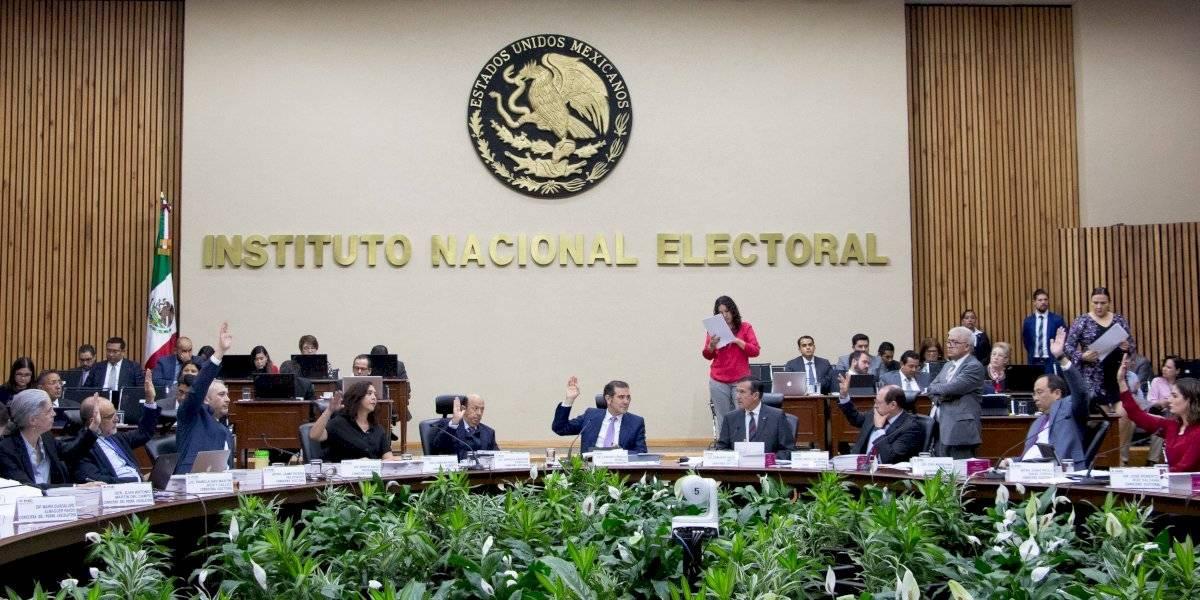 Recorta INE programas como credencialización y voto extranjero