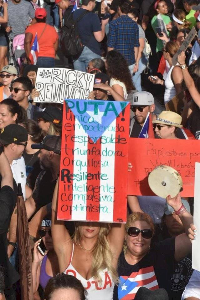 El público llegó hasta El Capitolio con pancartas l Foto por Rafael Contreras Foto por Rafael Contreras