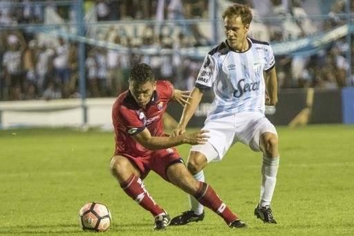 Nery Leyes, de buenas temporadas en Atlético Tucumán, es refuerzo de Antofagasta / Foto: AP