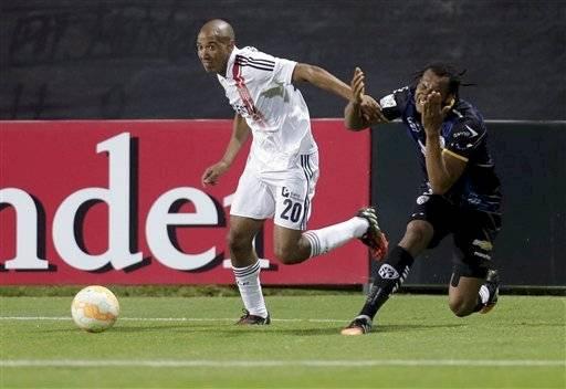Diego Vera, que registra pasos por grandes de Argentina como Independiente y Estudiantes, jugará en Curicó Unido. Llega de Tigre / Foto: AP