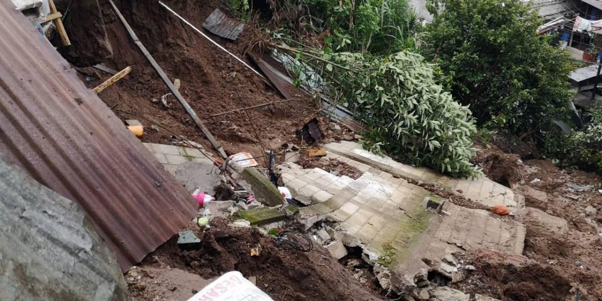 Deslizamiento en zona 18 destruye una vivienda