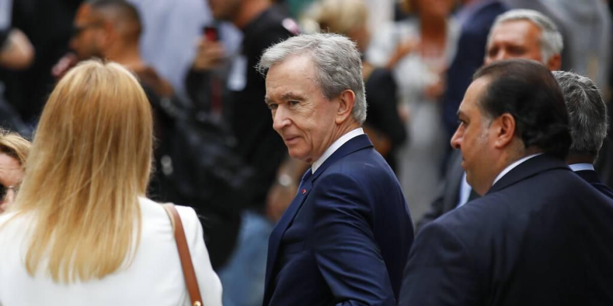 El lujo vale más que la tecnología: dueño de Louis Vuitton es más rico que Bill Gates