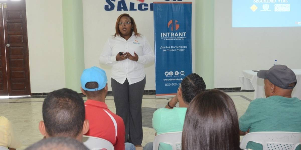 MIP y el INTRANT realizan taller sobre Seguridad Vial en Salcedo