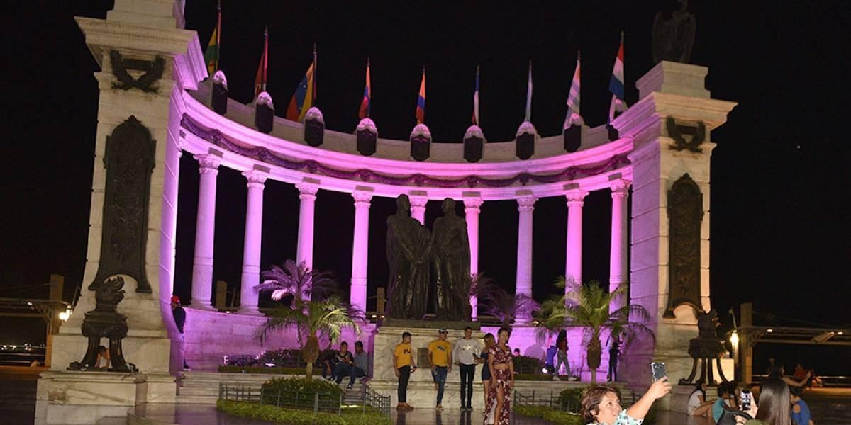 Guayaquil: Pinktate ilumina de rosa edificios emblemáticos
