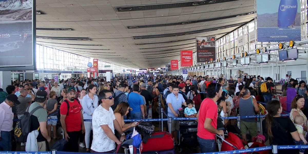 A tener paciencia: cifras de pasajeros en el aeropuerto de Santiago estas vacaciones de invierno son similares al verano