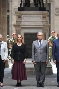 Ceremonia luctuosa en Palacio Nacional.