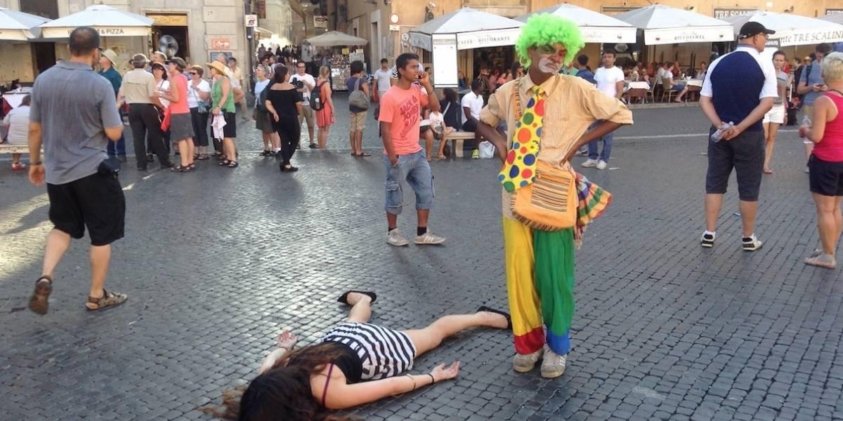 Artista protesta contra selfies fingiendo su muerte