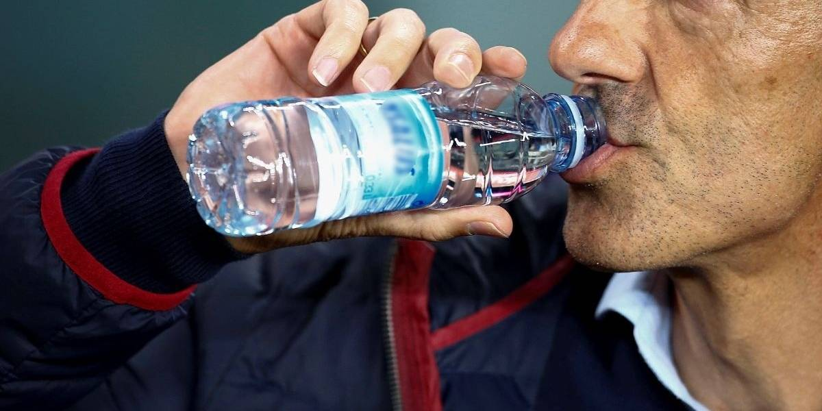 El restaurante de comida rápida que ya no venderá agua en botella para cuidar el planeta
