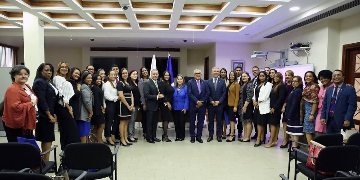 Corte Suprema de Justicia de Panamá recibe abogados dominicanos