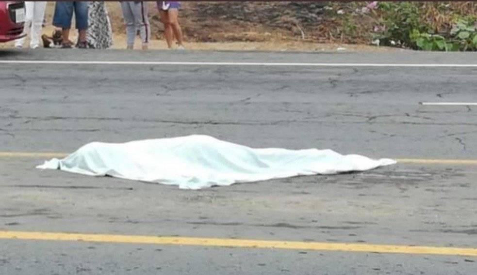 Mujer muere tras ser atacada con cuchillo