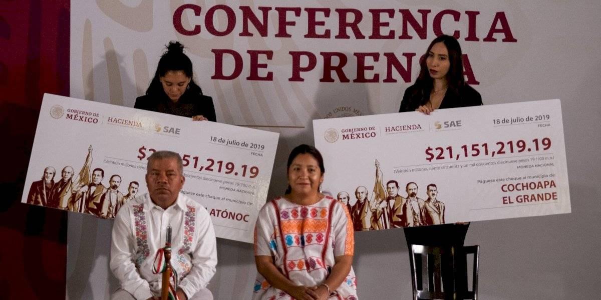 Entrega AMLO 42 mdp de subasta a dos municipios de Guerrero