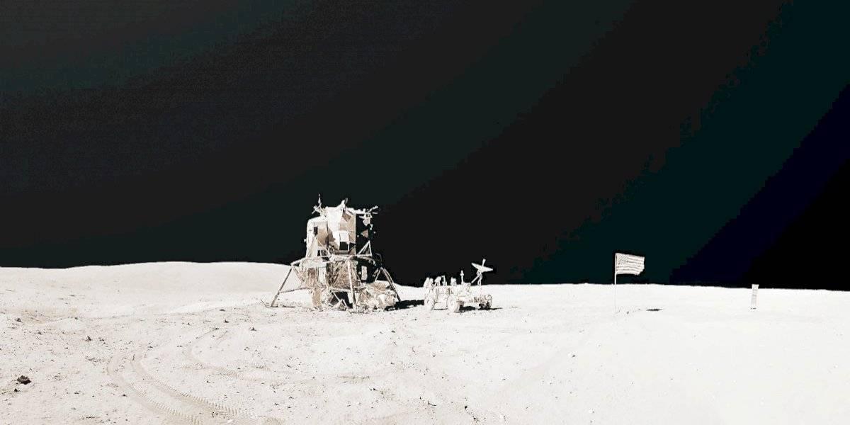 """""""Puede ser bello y aterrador a la vez"""": artista chileno creó inéditos paisajes lunares gracias a los archivos de las misiones Apolo"""