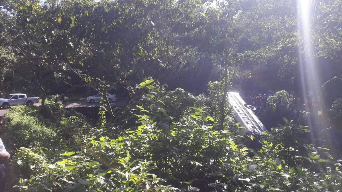 bus cae a barranco en Suchitepéquez