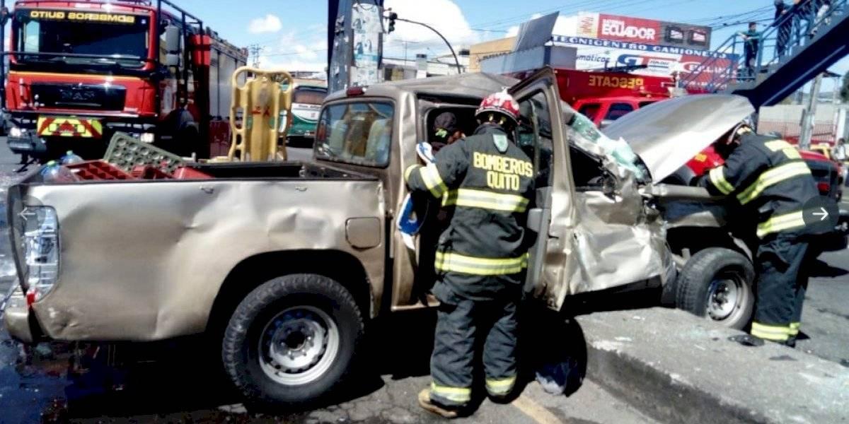 Quito: Tres personas heridas tras accidente de tránsito