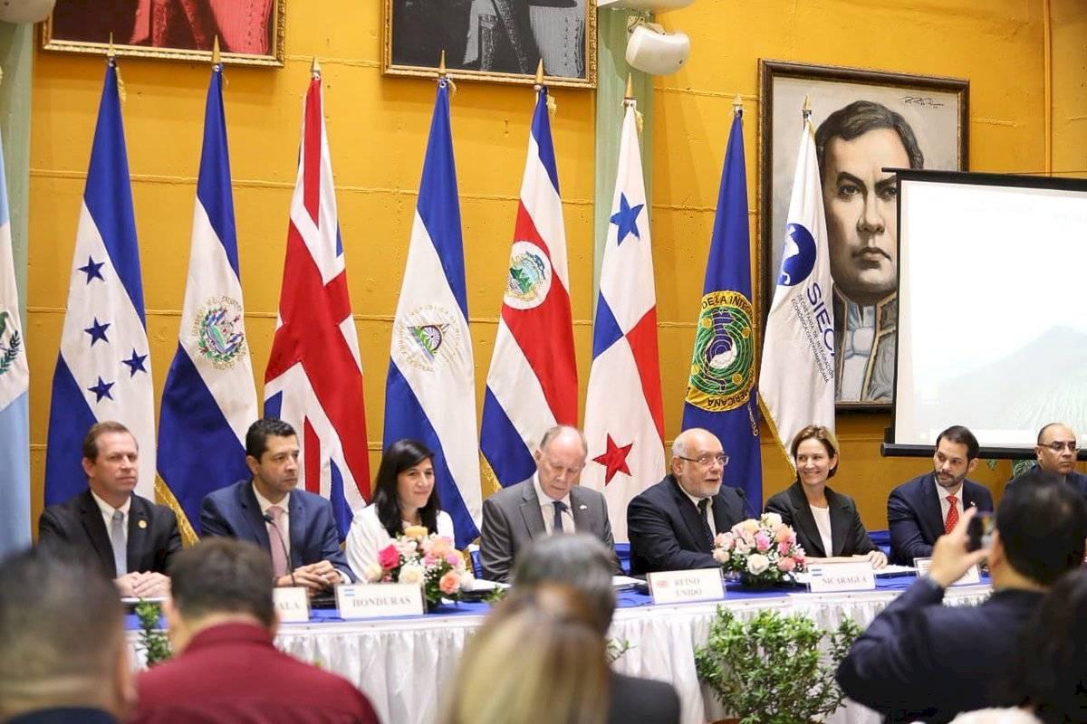 Centroamérica y Reino Unido firman acuerdo de asociación