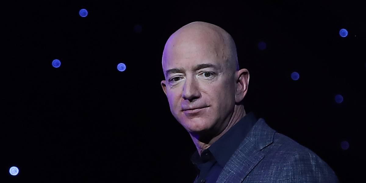 Jeff Bezos admite invertir buena parte de su fortuna en tecnología espacial porque estamos destruyendo el planeta
