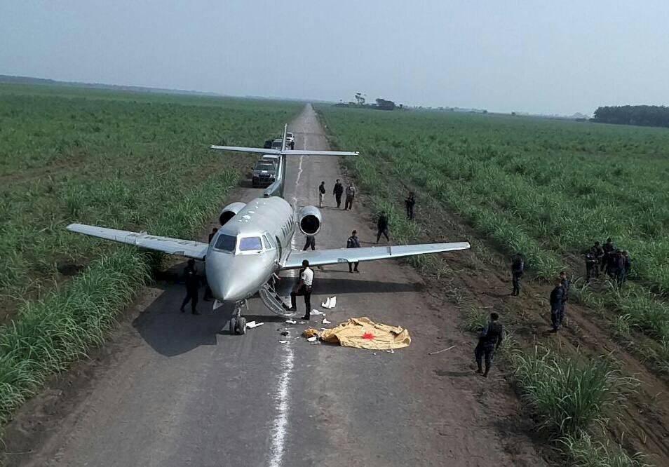 Banda dedicada al narcotráfico abandonó un jet en Sipacate, Escuintla. Foto: Mingob