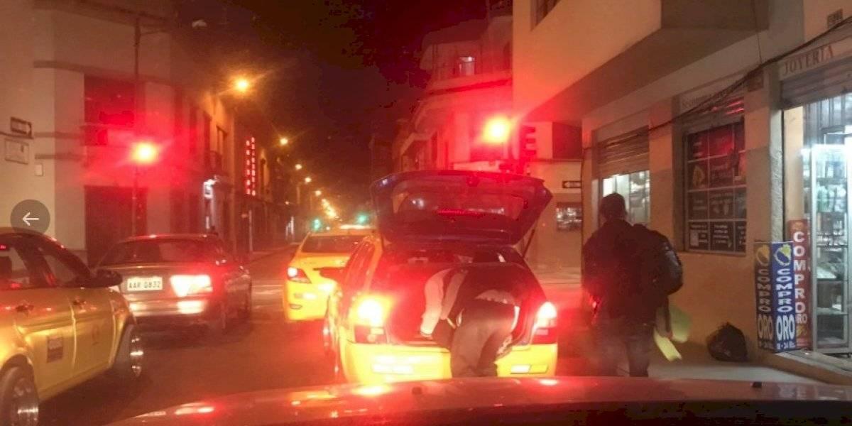 Cuenca: Conductor de taxi llevaba a niño dormido en la cajuela