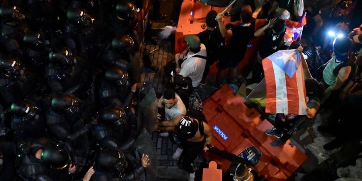 Policías piden la renuncia del Gobernador