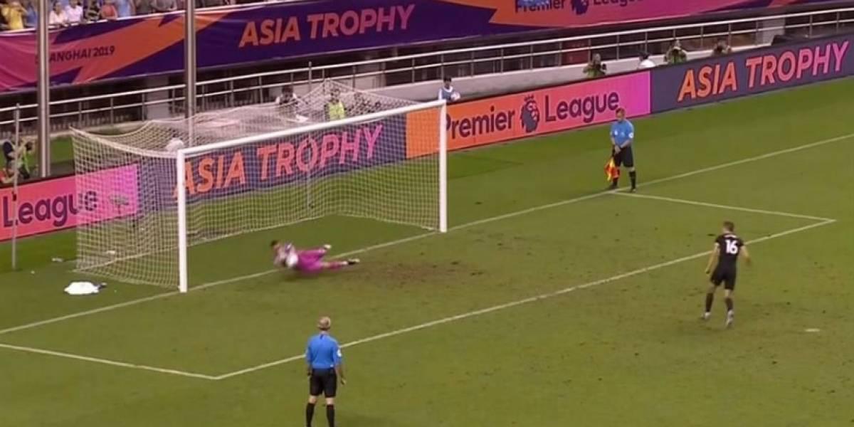 Claudio Bravo se lució tapando un penal en derrota amistosa del Manchester City ante Wolverhampton