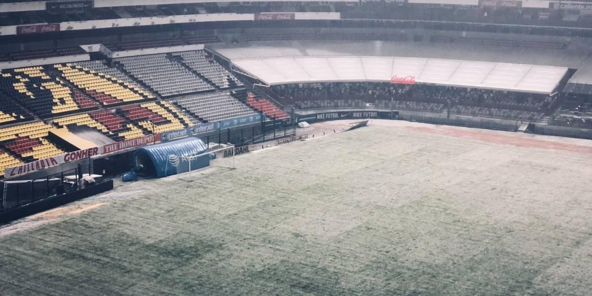 FOTOS: Cancha del Estadio Azteca termina tapizada de granizo