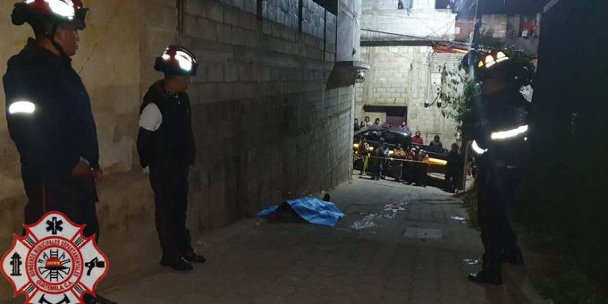 Dos personas fallecidas y una herida se reportan en la madrugada