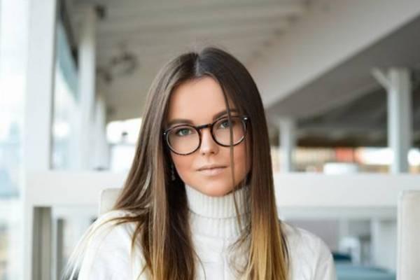 Si Usas Lentes Prueba Estos 4 Peinados Para Lucir Más