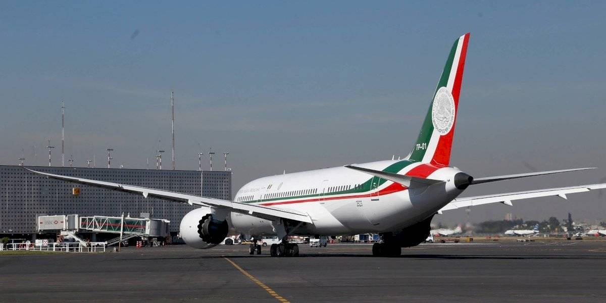 AMLO da 'primera llamada' para la rifa del avión presidencial