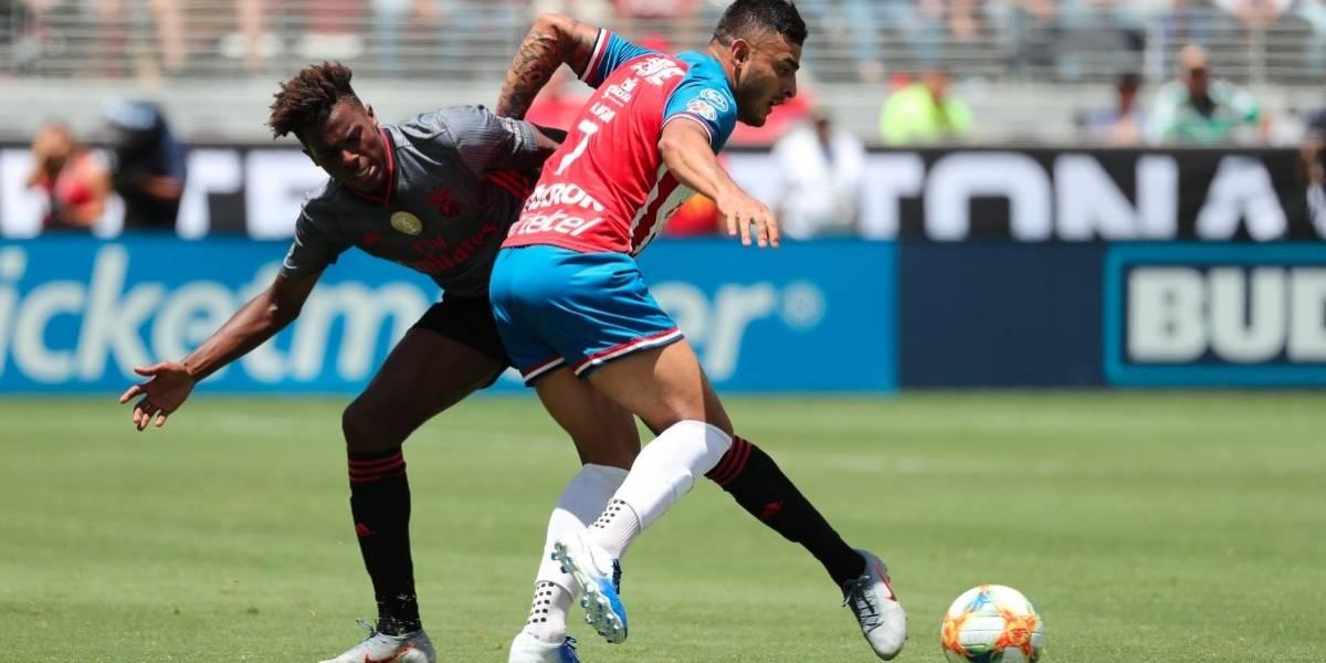Chivas vuelve a perder, ahora frente al Benfica 3-0