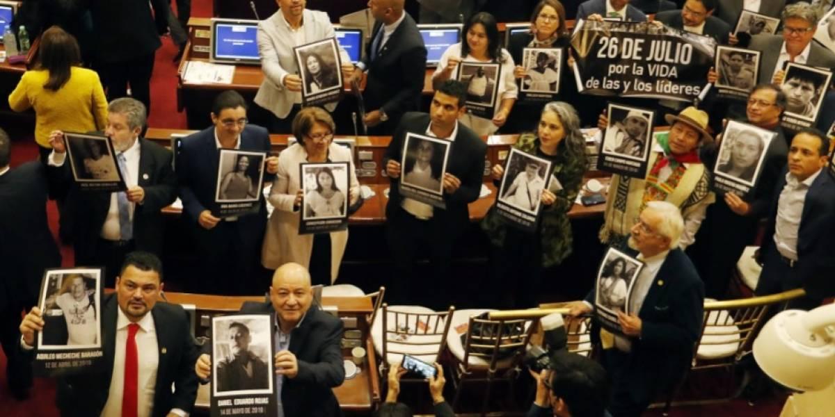 Oposición muestra fotos de líderes asesinados e invita a marchar el 26 de julio