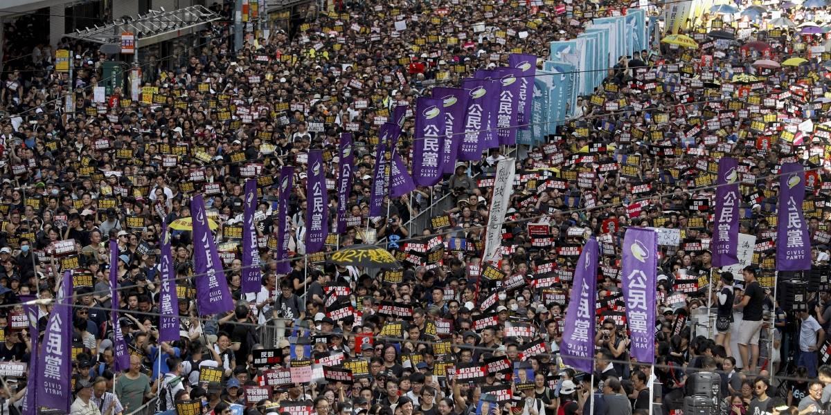 Policía de Hong Kong usa gases lacrimógenos contra manifestantes
