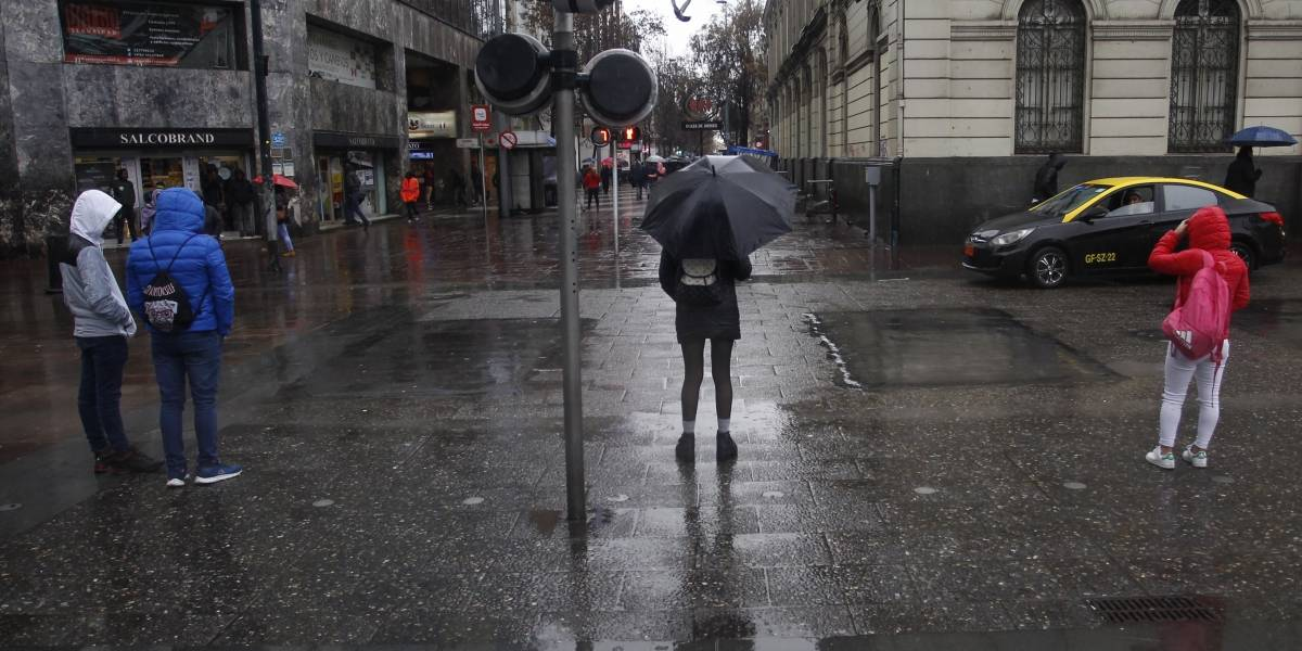 Vuelven las lluvias a Santiago: así estará el clima en la capital