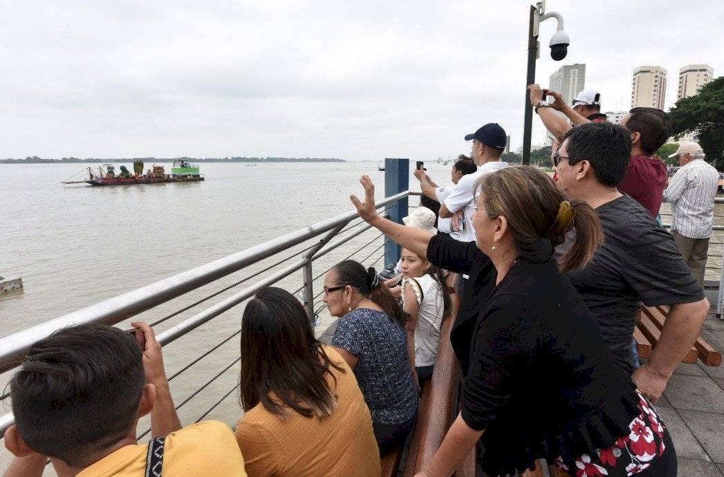 Desfile náutico en honor a Guayaquil