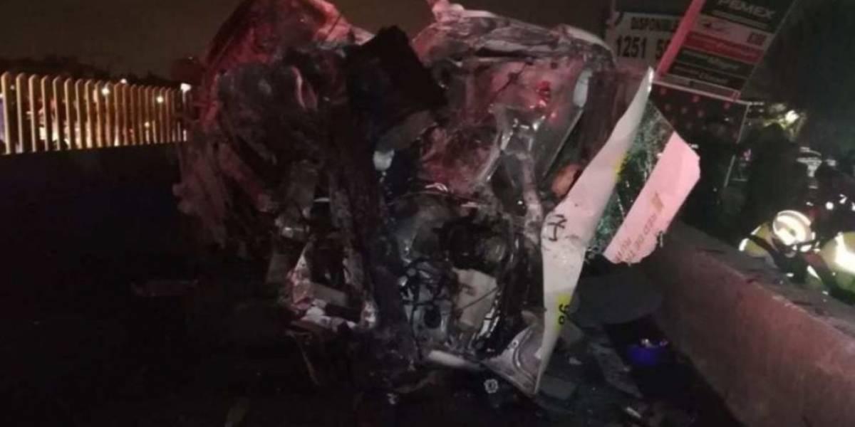 Asaltantes provocan accidente de combi en la México-Puebla