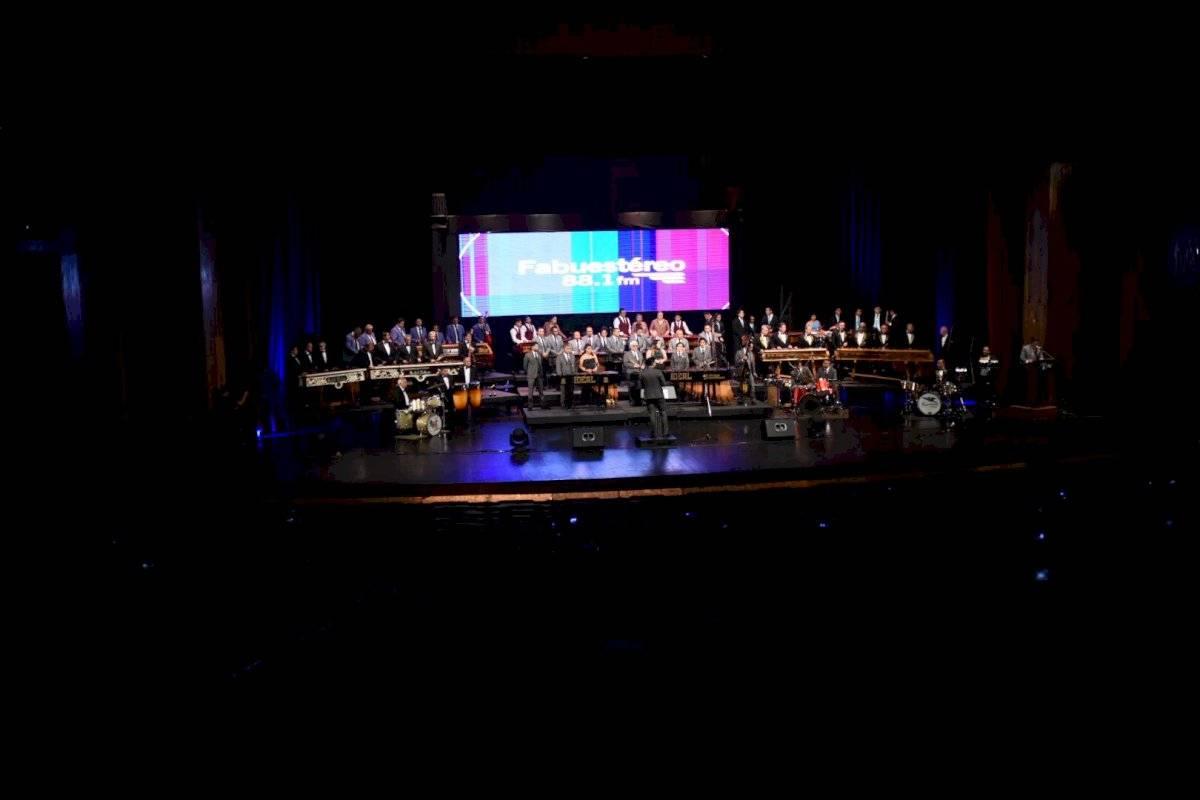 Ensamble Nacional de Fabumarimbas con sala llena en el Teatro Nacional. Edwin Bercián