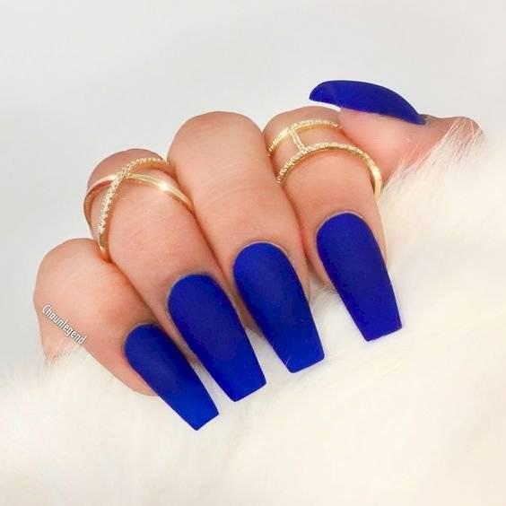 uñas acrílicas azul rey