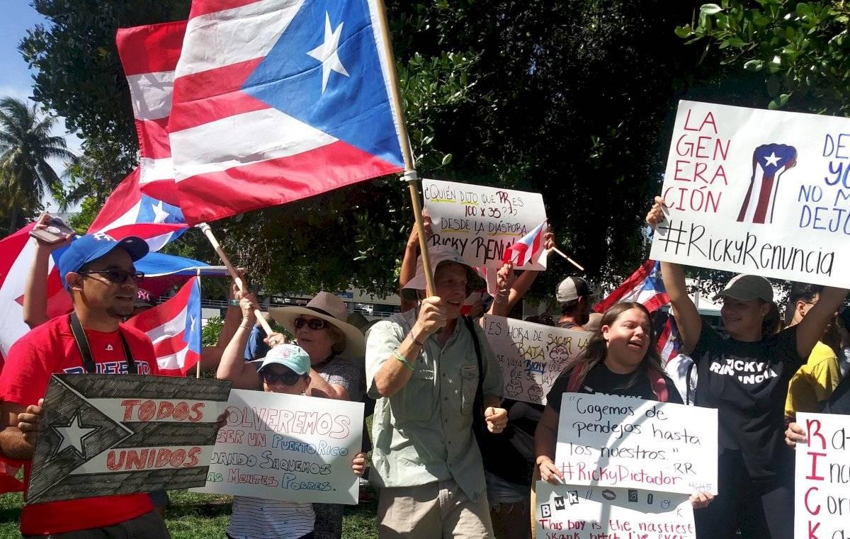 Artistas y ciudadanos responden con protesta frente a anuncio de no reelección de gobernador de Puerto Rico EFE