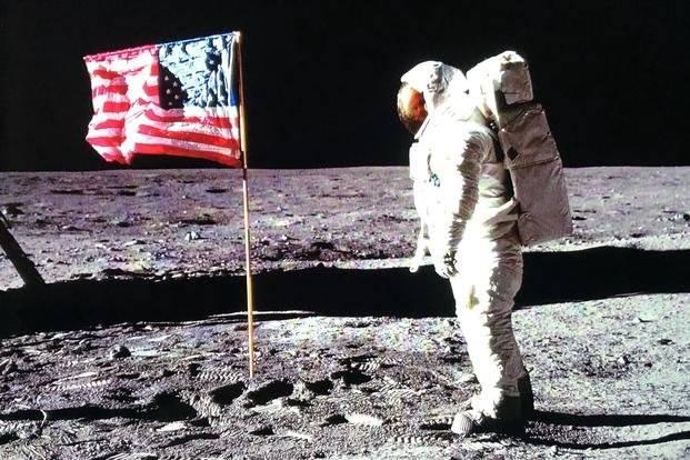 La NASA muestra material lunar guardado desde 1972