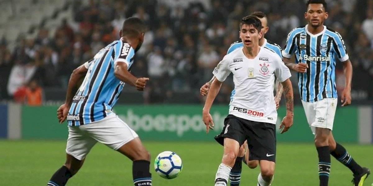 """""""Está trabajando por su lugar"""": Ángelo Araos no se mueve de Corinthians"""
