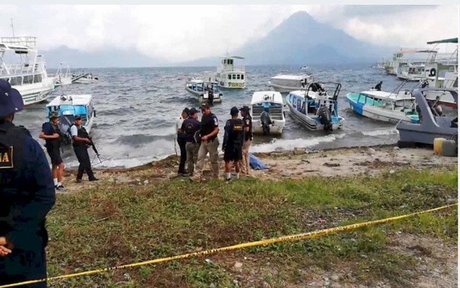 Rescatan cuerpo de mujer en el lago de Atitlán