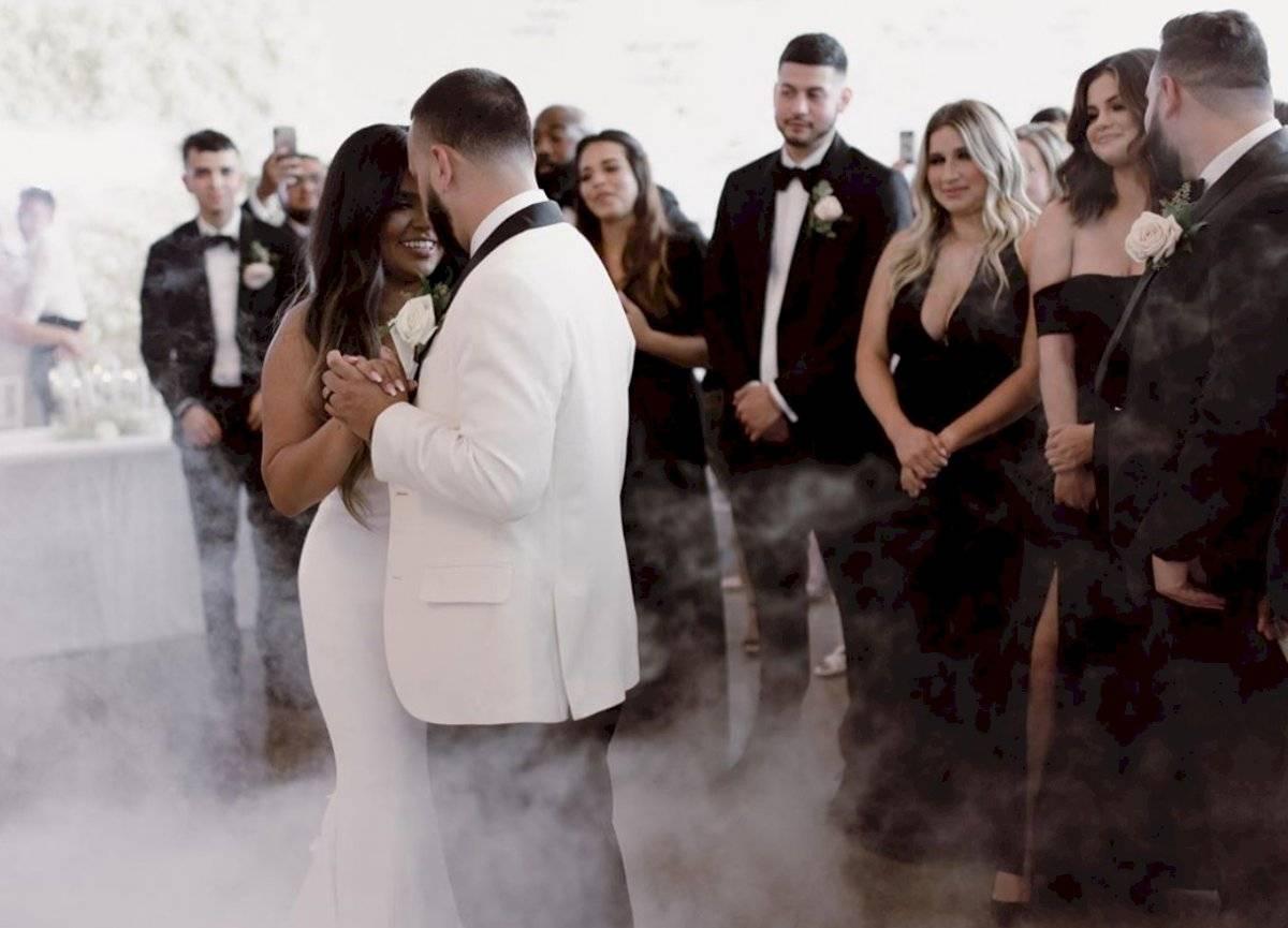 Selena en la boda de su prima @pmdeleon22