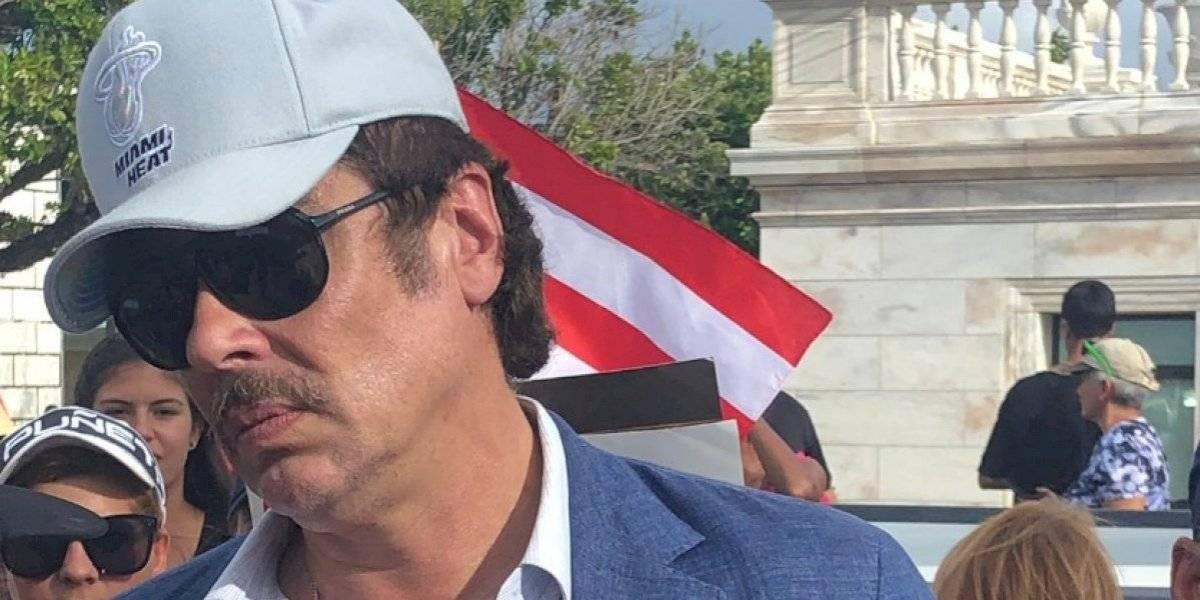 Le robaron miles de dólares: Benicio del Toro fue asaltado en Puerto Rico en el marco de las manifestaciones contra Rosselló